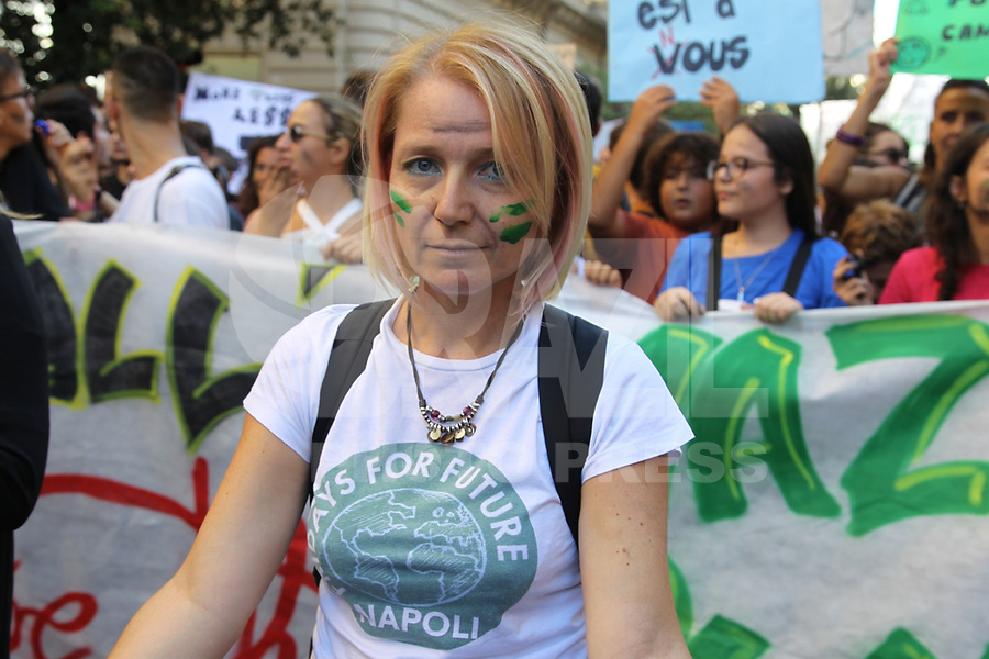 "NAPOLI, ITALIA, 27.09.2019 - PROTESTO-ITALIA - Manifestantes durante a ""Friday for Future"" protesto em favor do clima durante ato na cidade de Napoli na Italia nesta sexta-feira, 27. (Foto: Salvatore Esposito/Brazil Photo Press)"
