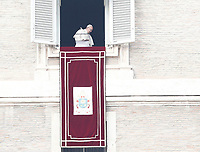 Papa Francesco lascia la finestra del suo studio affacciato su piazza San Pietro dopo il suo Angelus. Citta' del Vaticano, 26 dicembre, 2017.<br /> Pope Francis leaves the window of his studio overlooking St. Peter's Square after his Angelus noon prayer. Vatican, December 26, 2017.<br /> UPDATE IMAGES PRESS/Isabella Bonotto<br /> <br /> STRICTLY ONLY FOR EDITORIAL USE