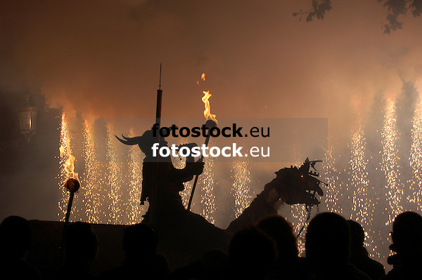 Night of Fire during the traditional Fiesta of Saint Bartholomew in S&oacute;ller<br /> <br /> Noche de Fuego durante la Fiesta tradicional de Sant Bartolom&eacute; (San Bartomeu) en S&oacute;ller<br /> <br /> Nacht des Feuers w&auml;hrend  der tradtionellen Feierlichkeiten zu Sankt Bartholom&auml;us in S&oacute;ller<br /> <br /> 3008 x 2000 px<br /> 150 dpi: 50,94 x 33,87 cm<br /> 300 dpi: 25,47 x 16,93 cm