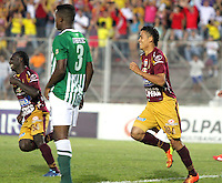 IBAGUE -COLOMBIA, 23-06-2013. Andrés Andrade de Deportes Tolima celebra un gol en contra de Atlético Nacional durante partido de los cuadrangulares finales, fecha 3, de la Liga Postobón 2013-1 jugado en el estadio Manuel Murillo Toro de la ciudad de Ibagué./ Deportes Tolima player Andrés Andrade celebrates a goal against Atletico Nacional during match of the final quadrangular 3th date of Postobon  League 2013-1 at Manuel Murillo Toro stadium in Ibague city. Photo: VizzorImage/ Felipe Caicedo/ STAFF