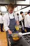 Jonatan Norberg durante el encuentro en jovenes cocineros vascos (Sukatalde) y cocineros suecos