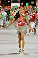ATENÇÃO EDITOR FOTO EMBARGADA PARA VEÍCULOS INTERNACIONAIS - SÃO PAULO, SP, 02 DE FEVEREIRO DE 2013 - ENSAIO TÉCNICO MOCIDADE ALEGRE - Ensaio técnico da Escola de Samba Mocidade Alegre na preparação para o Carnaval 2013. O ensaio foi realizado na noite deste sábado (02) no Sambódromo do Anhembi, zona norte da cidade. FOTO LEVI BIANCO - BRAZIL PHOTO PRESS