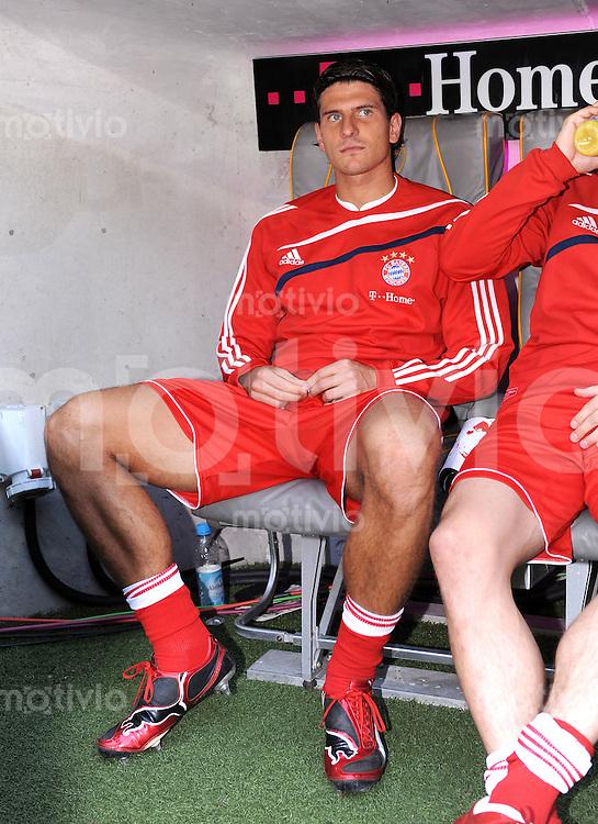 Fussball 1. Bundesliga :  Saison   2009/2010   8. Spieltag  03.10.2009 FC Bayern Muenchen - 1. FC Koeln Enttaeuschung auf der Bank , Mario Gomez (FCB)