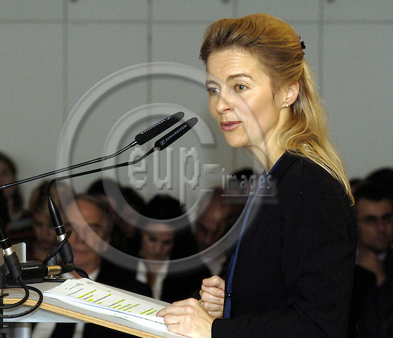 Brussels-Belgium - 13 November 2006---Dr. Ursula VON DER LEYEN, Federal Minister for Family Affairs, Senior Citizens, Women and Youth of Germany, at the Representation of Niedersachsen to the EU; here, during her speech on the upcoming German EU-Presidency---Photo: Horst Wagner/eup-images