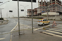 SÃO PAULO, SP, 10 DE JANEIRO DE 2012 - INTERDIÇÃO VIADUTO POMPÉIA -  O Viaduto Pompéia foi interditado devido ao incêndio do barracão da Mocidade Alegre, ocorrido na tarde de ontem, 09. A interdição causou lentidão no trânsito da Avenida Francisco Matarazzo durante todo o dia e contribuiu para que a cidade tivesse 120 Km de lentidão, segundo a CET, nesta terça-feira, 10.FOTO: ALEXANDRE MOREIRA - NEWS FREE.