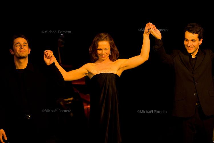 26.03.2010 ELISA DOUGHTY  concert &quot;I Wish You Love&quot; Th&eacute;&acirc;tre du Tambour Royal<br /> 75011 Paris<br /> Piano:Olivier Yvrard<br /> Contrebasse:Marc Bollengier<br /> Batterie:G&eacute;rald Portocallis<br /> Mise en sc&egrave;ne:Jean-Daniel Senesi<br /> Chor&eacute;graphie:Leslie Dzierla