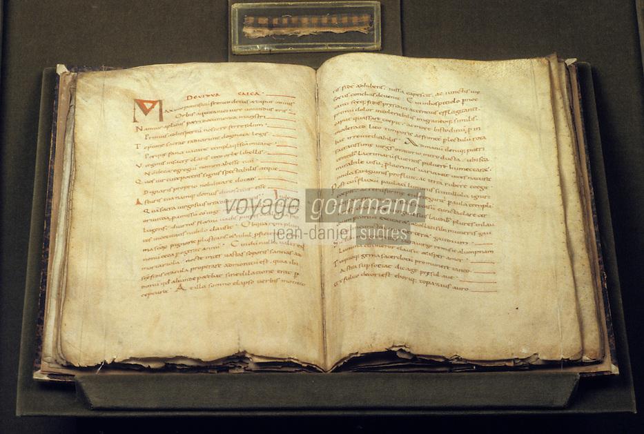Europe/France/Auvergne/12/Aveyron/Conques: Trésor - Livre des miracles (XIème) de l'abbatiale Sainte-Foy (XIème)