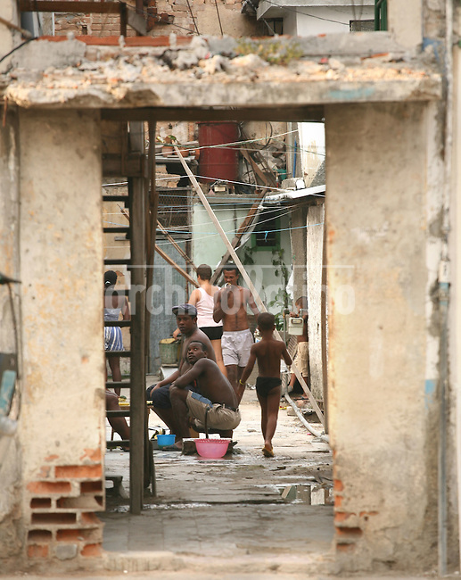 Casas destruidas y falta de agua en La habana Vieja.*Destroyed buildings and lack of water in Old Havana district.