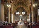 Olsztyn, 2014-05-18. Wnętrze Kościóła Garnizonowego p.w. Matki Bożej Królowej Polski.