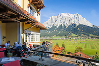 Austria, Tyrol, Lermoos: terrace restaurant of Hotel Post, view at Zugspitze mountains | Oesterreich, Tirol, Lermoos: Terrasse des Hotels Post vorm Zugspitzmassiv
