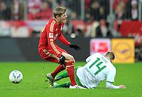 FUSSBALL   1. BUNDESLIGA  SAISON 2011/2012   15. Spieltag FC Bayern Muenchen - SV Werder Bremen        03.12.2011 bekommt nach diesem Foul die Rote Karte, Aaron Hunt (re, SV Werder Bremen)  gegen Toni Kroos (li, FC Bayern Muenchen)