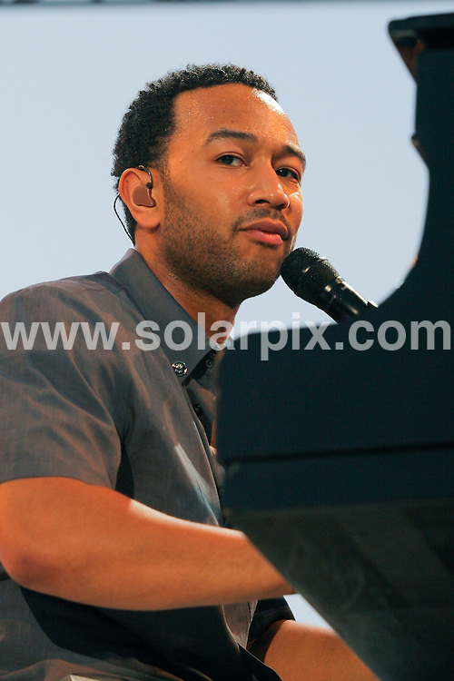 **ALL ROUND PICTURES FROM SOLARPIX.COM**.**SYNDICATION RIGHTS FOR UK, SPAIN, PORTUGAL, AUSTRALIA, S.AFRICA & DUBAI (U.A.E) ONLY**.John Legend performs at Sunfest 2008, Day 5, Downtown West Palm Beach - West Palm Beach, Florida, USA. 5th May 2008 ..JOB REF: 6330 PHZ / A Gilbert    DATE: 05_05_2008.**MUST CREDIT SOLARPIX.COM OR DOUBLE FEE WILL BE CHARGED* *UNDER NO CIRCUMSTANCES IS THIS IMAGE TO BE REPRODUCED FOR ANY ONLINE EDITION WITHOUT PRIOR PERMISSION*