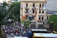 Sao Paulo - SP - 02fev2012 - Reitegração de posse da ocupação do predio esquinas das Av. Sao Joao x Av Ipiranga. A reunião dos ocupantes começou por volta das 4:00hs da manhã, horario que começaram a chegar os caminhões, dentro já esta quase tudo desmontado.. Foto: Mauricio Camargo - News Free.