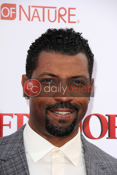 Deon Cole<br /> at the &quot;Barbershop The Next Cut&quot; Premiere, TCL Chinese Theater, Hollywood, CA 04-06-16<br /> David Edwards/Dailyceleb.com 818-249-4998