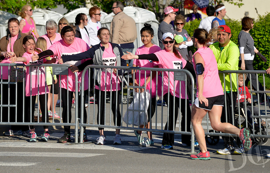 NWA Democrat-Gazette/BEN GOFF -- 04/25/15 Runners take part in a competitive 10K, competitive 5K and noncompetitive 5K runs during the Komen Ozark Race for the Cure at Pinnacle Hills Promenade on Saturday Apr. 25, 2015.