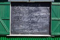 Royaume-Uni, îles Anglo-Normandes, île de Sark (Sercq) : Enseigne proposant des produits locaux à l'épicerie  United Kingdom, Channel Islands, Sark Island (Sercq)