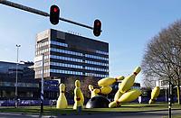 Nederland Eindhoven 2018. De Flying Pins is een groot openbaar beeld in Eindhoven. Het werd ontworpen door de beeldhouwers Claes Oldenburg en Coosje van Bruggen. Foto Hollandse Hoogte / Berlinda van Dam
