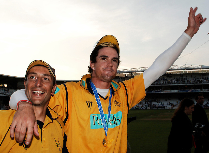 Photo: Glyn Thomas..Hampshire v Warwickshire. C&G Trophy Final..03/09/2005..Hampshire's Kevin Pietersen celebrates victory with Nic Pothas (L).
