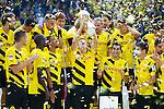 13.08.2014, Signal Iduna Park , Dortmund, GER, DFL-Supercup, Borussia Dortmund vs. FC Bayern Muenchen / M&uuml;nchen, im Bild: Lukasz Piszczek #26 (Borussia Dortmund) haelt / Hochformat&auml;lt den Supercup in die Luft. Gestik, Spass, Freude, Jubel, Gut gelaunt, Begeistert Querformat<br /> <br /> Foto &copy; nordphoto / Grimme