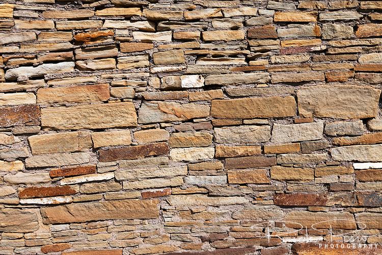 Rock wall at Pueblo Del Arroyo. The site of Pueblo Del Arroyo lies within the Chaco Culture National Historic Park in New Mexico.