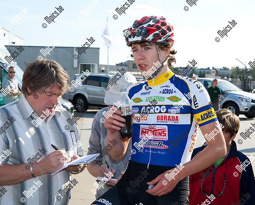 2013-05-05 / Wielrennen / seizoen 2013 / PK Antwerpen / Jens Van Den Wouwer (Westerlo) doet zijn verhaal na zijn derde plaatst.