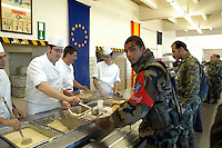 - Eurocorps, European multinational army corps, French and Spanish soldiers in refectory....- Eurocorps, corpo militare multinazionale europeo, militari..francesi e spagnoli in mensa..