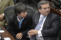 BOGOTA -COLOMBIA. 20-07-2014. Claudia López (Izq) y Germán Varón Cotrino (Der) conversan durante la plenaria del Senado después de la instalación del Congreso de la República de Colombia por parte del presidente, Juan Manuel Santos en el Salón Elíptico del Capitolio Nacional./ Claudia Lopez (L) y German Varon Cotrino (R)  talk during the Senatre plenary after the installation of the Congress of the Republic of Colombia by the president, Juan Manuel Santosat Salon Eliptico in the National Capitol. Photo: VizzorImage/ Gabriel Aponte / Staff