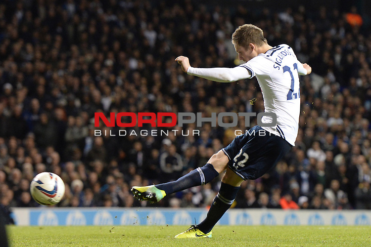 Tottenham's Gylfi Sigurosson scores a goal from a penalty  30/10/2013 - SPORT - FOOTBALL - White Hart Lane - London - Tottenham Hotspur v Hull City - Capital One Cup - Forth Round<br /> Foto nph / Meredith<br /> <br /> ***** OUT OF UK *****