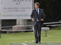 BOGOTÁ -COLOMBIA, 02-07-2016. Arturo Boyaca técnico de La Equidad gesticula durante partido con Envigado FC por la fecha 1 de la Liga Águila II 2016 jugado en el estadio Metropolitano de Techo de la ciudad de Bogotá./ Arturo Boyaca coach of La Equidad gestures during match against Envigado FC for the date 1 of the Aguila League I 2016 played at Metropolitano de Techo stadium in Bogotá city. Photo: VizzorImage/ Gabriel Aponte / Staff