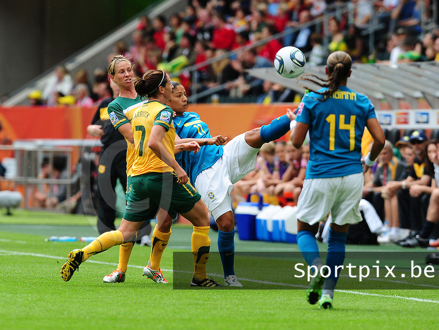 Fifa Women's World Cup Germany 2011 : Brazil - Australia  at Borussia - Park in Munchengladbach : Cristiane met de balcontrole voor Fabiana (rechts) en Heather Garriock (links).foto DAVID CATRY / Vrouwenteam.be