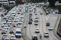 SÃO PAULO, SP, 11.07.2016 - TRANSITO-SP - Transito intenso sentido leste no Viaduto Júlio de Mesquita Filho (corredor leste-oeste), no bairro da Bela Vista, na região central da cidade de São Paulo. (Foto: Vanessa Carvalho/Brazil Photo Press)