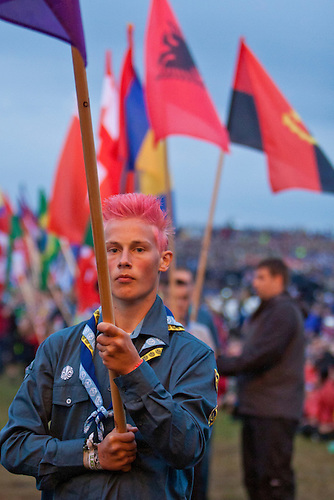 The opening ceremony starts with a flag-parade. First off is the WOSM-flag. Photo: Kim Rask/Scouterna