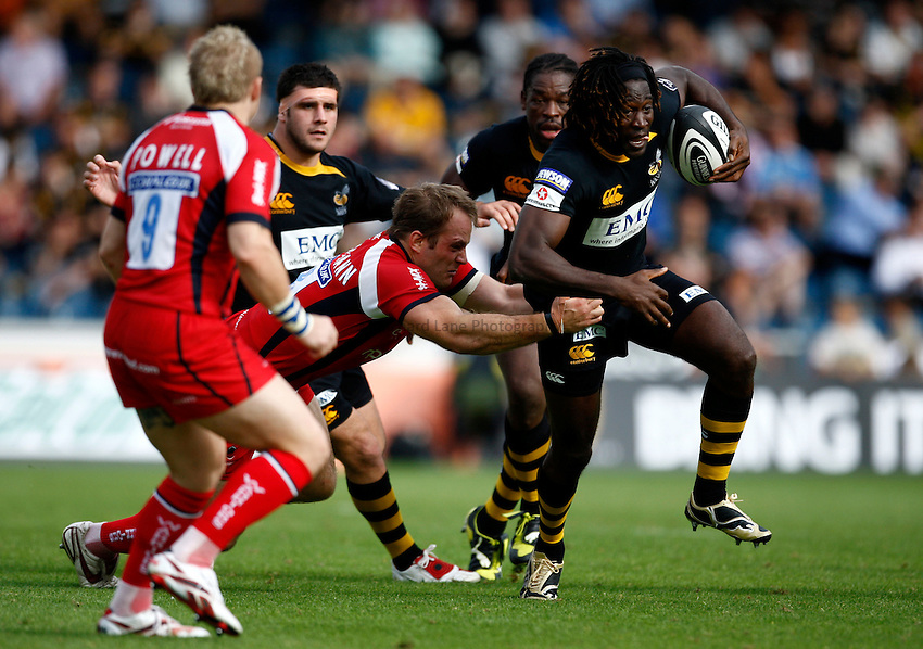 Photo: Richard Lane/Richard Lane Photography.London Wasps v Worcester Warriors. Guinness Premiership. 20/09/2009. Wasps' Paul Sackey is tackled by Warriors' Kai Horstmann.