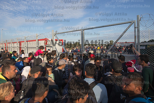 Illegal migrants wait to enter a newly built migrant camp to replace the old one near Roszke (about 174 km South of capital city Budapest), Hungary on September 07, 2015. ATTILA VOLGYI