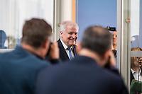 Der CSU-Vorsitzende und Bundesinnenminster Horst Seehofer stellte sich am Dienstag den 16. Oktober 2018 in Berlin den Fragen der Presse. Die CSU hat mit nur 37,2 Prozent der abgegebenen Stimmen ihr schlechtestes Wahlergebnis seit ihrer Gruendung erzielt und zum ersten Mal die absolute Mehrheit in Bayern verloren. Sie ist zum ersten Mal auf einen Koalitionspartner angewiesen.<br /> 16.10.2018, Berlin<br /> Copyright: Christian-Ditsch.de<br /> [Inhaltsveraendernde Manipulation des Fotos nur nach ausdruecklicher Genehmigung des Fotografen. Vereinbarungen ueber Abtretung von Persoenlichkeitsrechten/Model Release der abgebildeten Person/Personen liegen nicht vor. NO MODEL RELEASE! Nur fuer Redaktionelle Zwecke. Don't publish without copyright Christian-Ditsch.de, Veroeffentlichung nur mit Fotografennennung, sowie gegen Honorar, MwSt. und Beleg. Konto: I N G - D i B a, IBAN DE58500105175400192269, BIC INGDDEFFXXX, Kontakt: post@christian-ditsch.de<br /> Bei der Bearbeitung der Dateiinformationen darf die Urheberkennzeichnung in den EXIF- und  IPTC-Daten nicht entfernt werden, diese sind in digitalen Medien nach &sect;95c UrhG rechtlich geschuetzt. Der Urhebervermerk wird gemaess &sect;13 UrhG verlangt.]