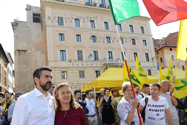 Rom, 27 Giugno 2017<br /> Riccardo Fraccaro e Elena Fattori<br /> Manifestazione al Pantheon contro il CETA, Comprehensive Economic and Trade Agreement, tra Europa e Canada