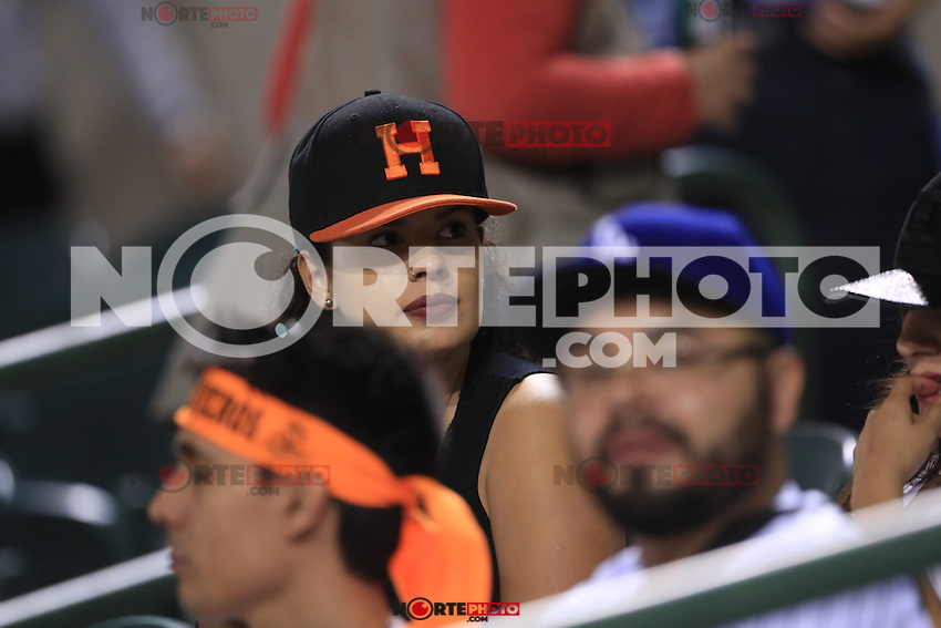 Aficionados, durante el  partido2 de beisbol entre Naranjeros de Hermosillo vs Yaquis de Obregon. Temporada 2016 2017 de la Liga Mexicana del Pacifico.<br /> &copy; Foto: LuisGutierrez/NORTEPHOTO.COM