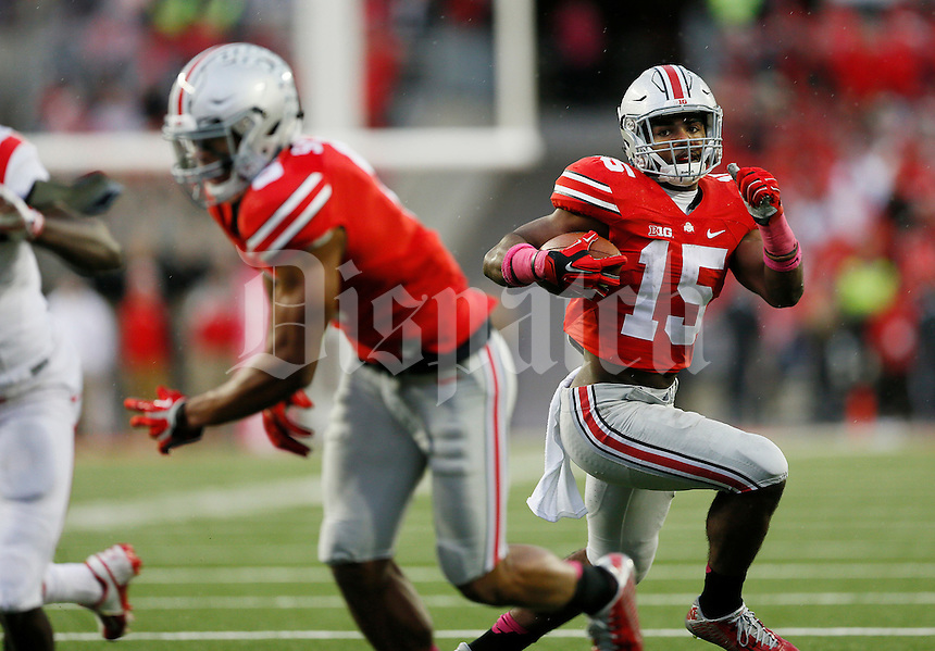 Ohio State Buckeyes running back Ezekiel Elliott (15) runs in the third quarter o an NCAA college football game between The Ohio State Buckeyes and the Rutgers Scarlet Knights at Ohio Stadium on Saturday, October 18, 2014.  (Columbus Dispatch photo by Fred Squillante)
