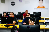PHILIPPINES, Manila, KPO Knowledge Process Outsorcing, callcenter von Global Learning working for australian clients, training session  / PHILIPPINEN, Manila, KPO Knowledge Process Outsorcing, callcenter von Global Learning arbeitet fuer australische Kunden, Weiterbildung und Kundentraining