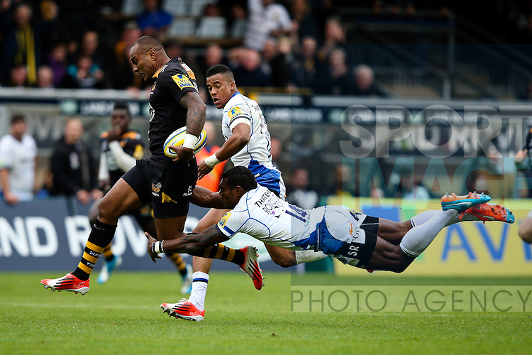 London Wasps' Sailosi Tagicakibau shakes a tackle from Bath's Semesa Rokoduguni - Rugby Union - 2014 / 2015 Aviva Premiership - Wasps vs. Bath - Adams Park Stadium - London - 11/10/2014 - Pic Charlie Forgham-Bailey/Sportimage