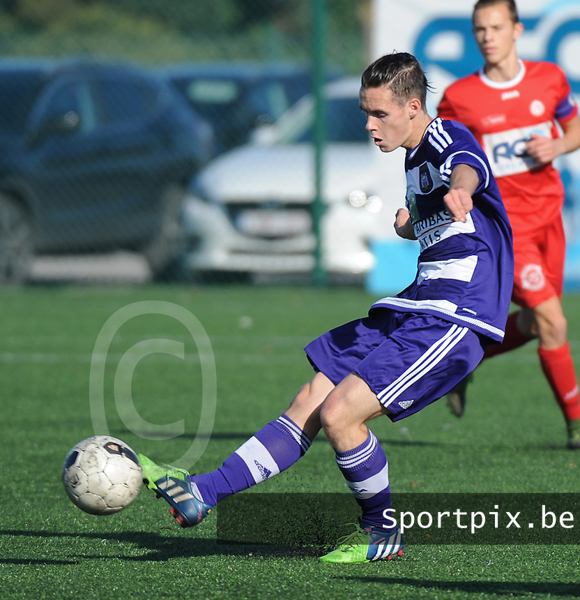 20151031 - KORTRIJK , BELGIUM : Anderlecht 's Robin Walsh pictured during the Under 19 ELITE soccer match between KV Kortrijk and RSC Anderlecht U19 , on the thirteenth matchday in the -19 Elite competition. Saturday 31 October 2015. PHOTO DAVID CATRY