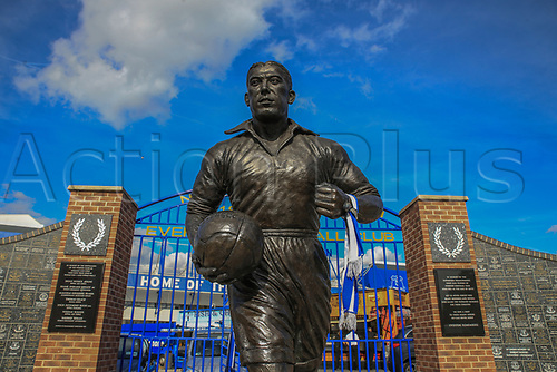 28th September 2017, Goodison Park, Liverpool, England; UEFA Europa League group stage, Everton versus Apollon Limassol; Dixie Dean statue and the wall of fame at Goodison Park
