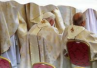 Il Papa emerito Benedetto XVI durante la cerimonia di canonizzazione di Papa Giovanni XXIII e Papa Giovanni Paolo II in Piazza San Pietro, Citta' del Vaticano, 27 aprile 2014.<br /> Pope Emeritus Benedict XVI attends the ceremony for the canonization of Pope John XXIII and Pope John Paul II in St. Peter's square at the Vatican, 27 April 2014.<br /> UPDATE IMAGES PRESS/Isabella Bonotto<br /> <br /> STRICTLY ONLY FOR EDITORIAL USE
