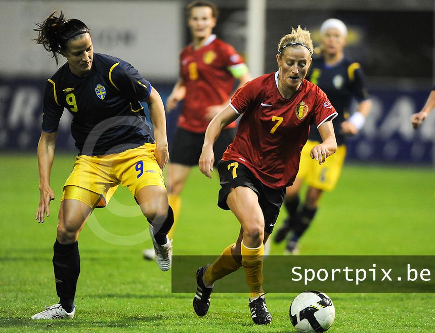 Belgium - Sweden : Marijke Callebaut in duel met Jessica Landstrom (links).foto DAVID CATRY / Vrouwenteam.be