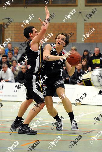 2012-04-21 / Basketbal / seizoen 2011-2012 / Gembo - Fleurus / Celis (Gembo) probeert te scoren..Foto: Mpics.be