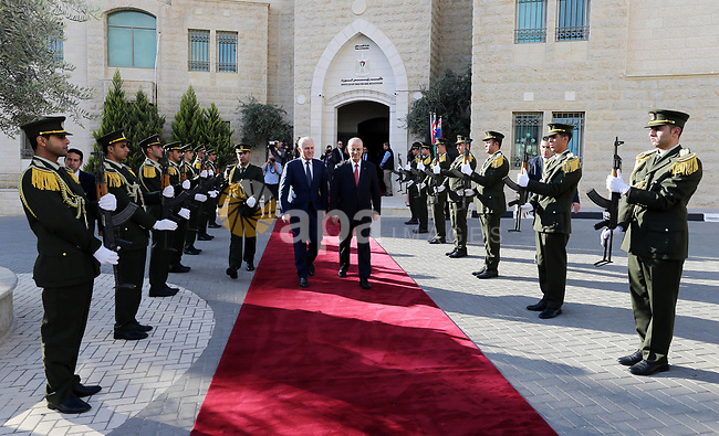 Palestinian Prime Minister Rami Hamdallah and Australian Prime Minister Malcolm Turnbull review the honour guard, in the West Bank city of Ramallah November 1, 2017. Photo by Prime Minister Office