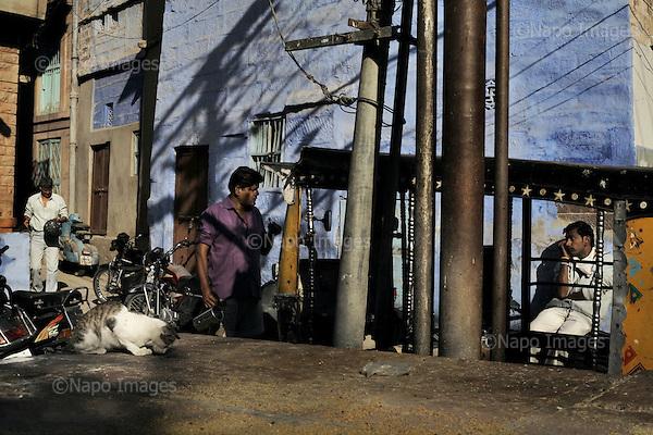 Jodhpur 21.11.2008 India ( Rajasthan ).Blue City. Street..Photo Maciej Jeziorek/Napo Images..Jodhpur 21.11.2008 Indie.Ulica. Blekitne, Niebeskie Miasto..fot. Maciej Jeziorek/Napo Images