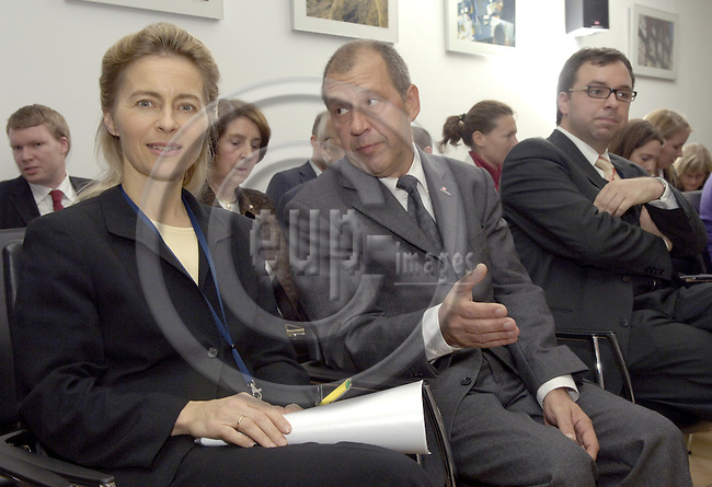 Brussels-Belgium - 13 November 2006---Dr. Ursula VON DER LEYEN (le), Federal Minister for Family Affairs, Senior Citizens, Women and Youth of Germany, at the Representation of Niedersachsen to the EU; here, with Dr. Wolfgang PELULL (ce, Representation of Niedersachsen) prior to her speech on the upcoming German EU-Presidency---Photo: Horst Wagner/eup-images