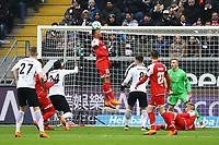 Jean-Philippe Gbamin (1. FSV Mainz 05) klaert und legt Kevin-Prince Boateng (Eintracht Frankfurt) den Treffer zum 1:0 auf - 17.03.2018: Eintracht Frankfurt vs. 1. FSV Mainz 05, Commerzbank Arena