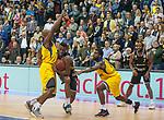 07.01.2018, EWE Arena, Oldenburg, GER, BBL, Eisb&auml;ren EWE Baskets Oldenburg vs WALTER Tigers T&uuml;bingen, im Bild<br /> <br /> Jacob MAMPUYA (T&uuml;bingen #35 )<br /> Rickey PAULDING, Frantz MASSENAT (EWE Baskets Oldenburg #23 ,#10)<br /> Foto &copy; nordphoto / Rojahn